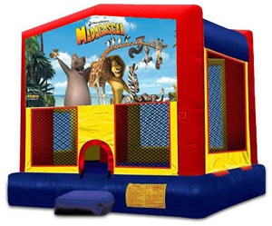 MADAGASCAR 2 IN 1 BOUNCE HOUSE (Aro de baloncesto incluido)